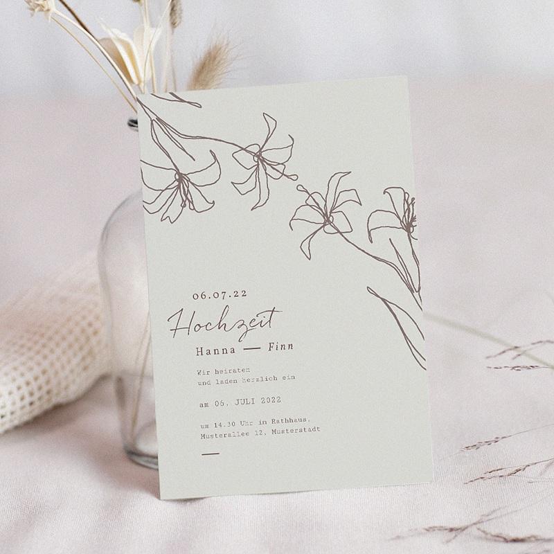 Hochzeitseinladungen Lilien, minimalistisch, Grau-Beige, 12 x 16,7