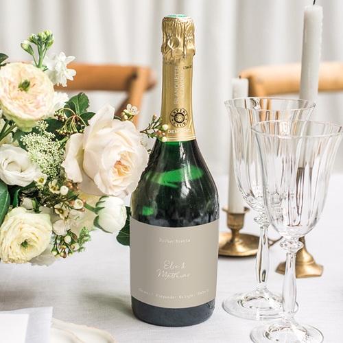 Flaschenetiketten Hochzeit Roter Blumenstrauß, Beiger Hintergrund gratuit