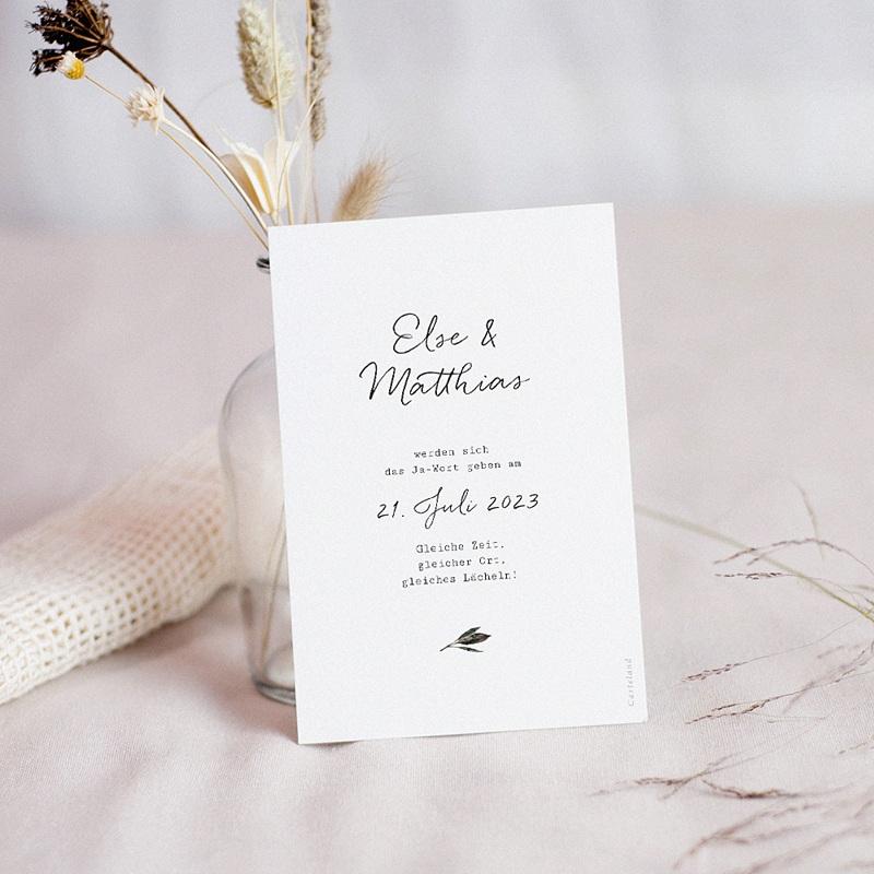 Change The Date Hochzeitskarten Roter Blumenstrauß, neues Datum pas cher